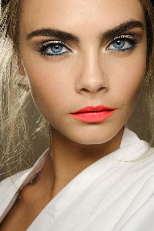Cara Delevigne - bold neon lip